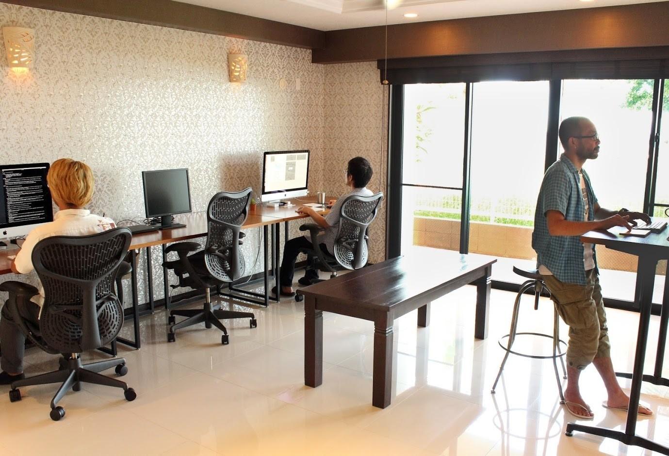 【東京水準の給与で働く@沖縄】採用枠ラスト1名!自社クラウド(SaaS)サービスのUI/UXの設計・開発者募集!